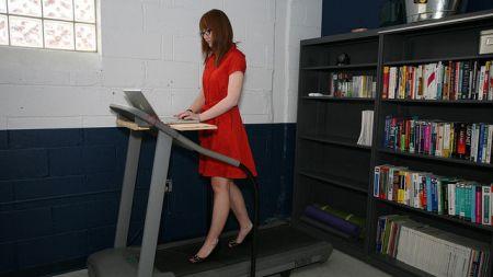 La Scrivania in Piedi o Standing Desk fa bene alla Salute